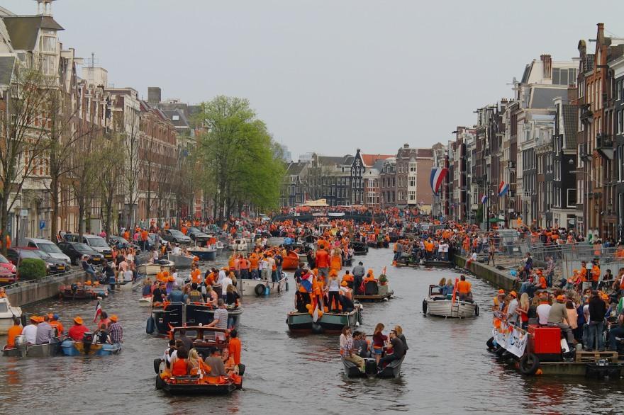 orange boats queens day