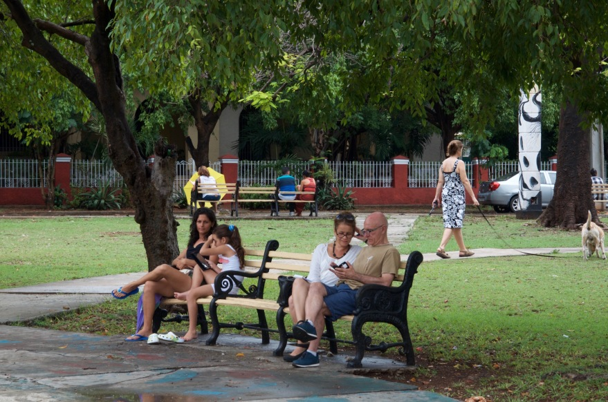 cuban family wifi in the park